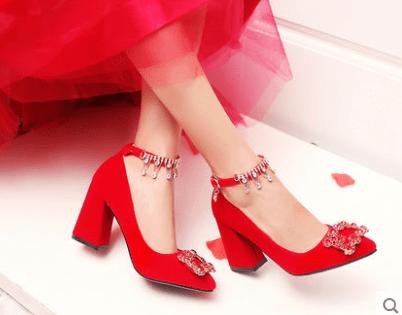 心理测试:凭你的眼光选一双婚鞋,测你会遇到什么样的婆婆?  第1张