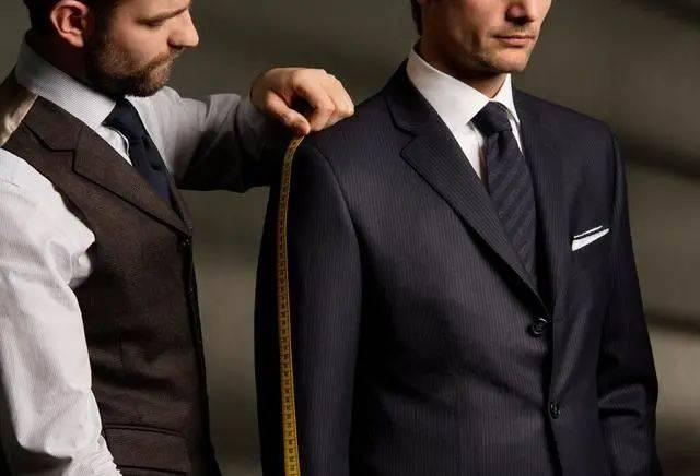 西装定制这4个无可比拟的优点,将让你义无反顾舍弃成衣!