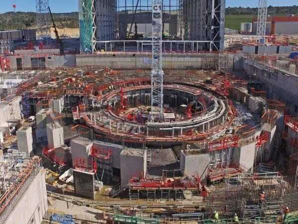 美国造出能把航母吸起来的磁铁,重达1000多吨,专供ITER使用