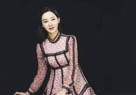 孙楠前妻买红妹近照曝光!身穿黑裙尽显曼妙身材,49岁活成少女