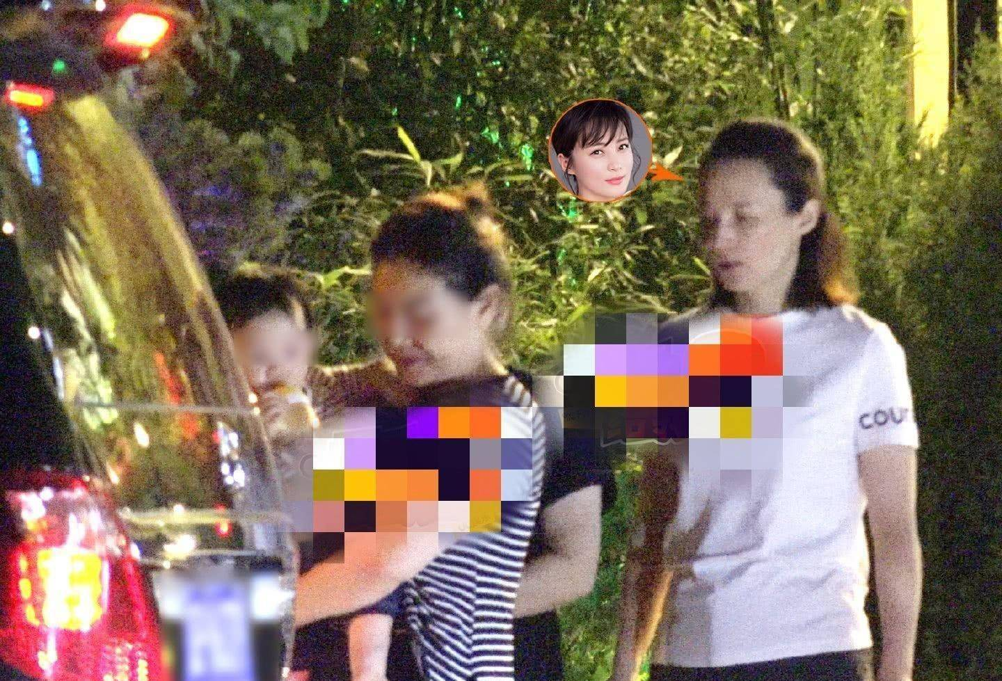 44岁蒋勤勤近照曝光!发际线后移显老态,同是中年不敌姚晨陶虹?