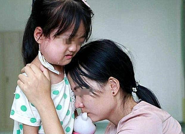 親媽帶大兒子,遭遇婆婆「截胡」,丈夫一句話讓妻子淚目