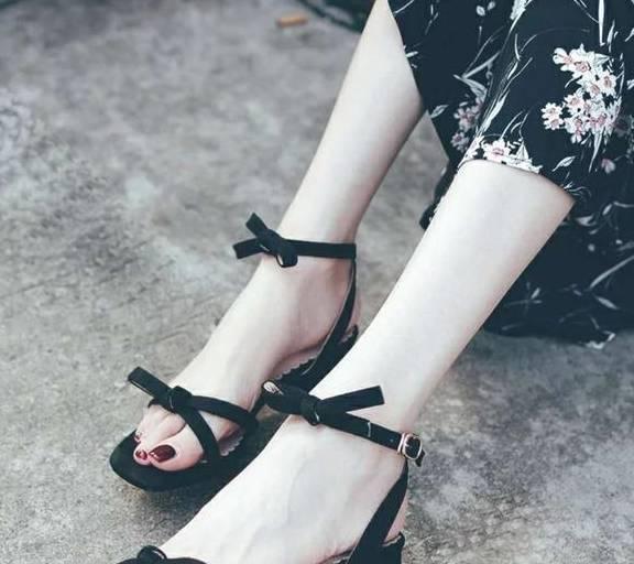 十二星座專屬夏日涼鞋,巨蟹座溫柔淑女,雙魚座美豔惑人