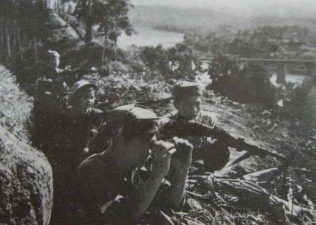 79年攻打越南老街,我方一辆坦克突遇越军坦克,双