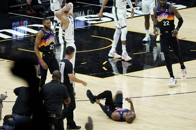 惊险!保罗遭垫脚险受伤,大洛被吹一级恶犯,雄鹿落后2位数