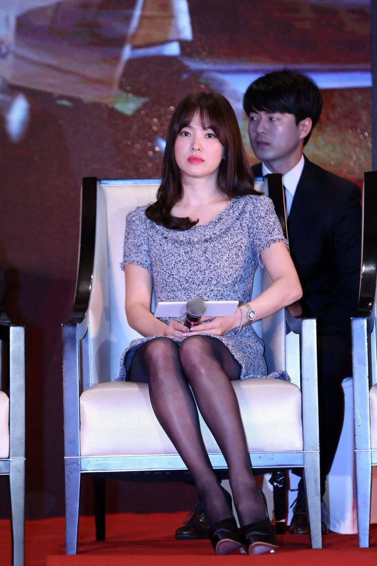 37岁宋慧乔韵味十足,黑丝袜太撩人了,网友:有人宠爱就是美