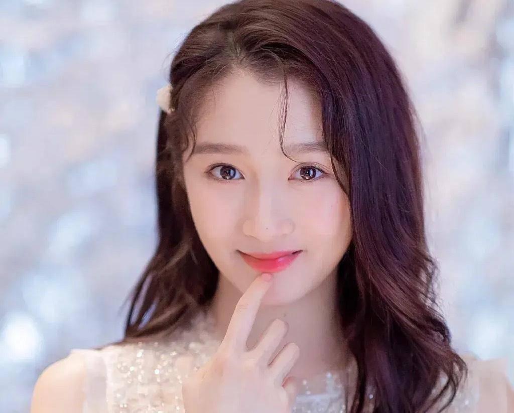 同人不同命,关晓彤有一个姐姐叫关晓丹,因为心脏病去世