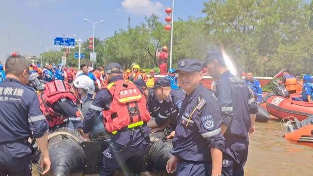 上饶市红十字救援队与江西雄鹰救援队赴卫辉市救援