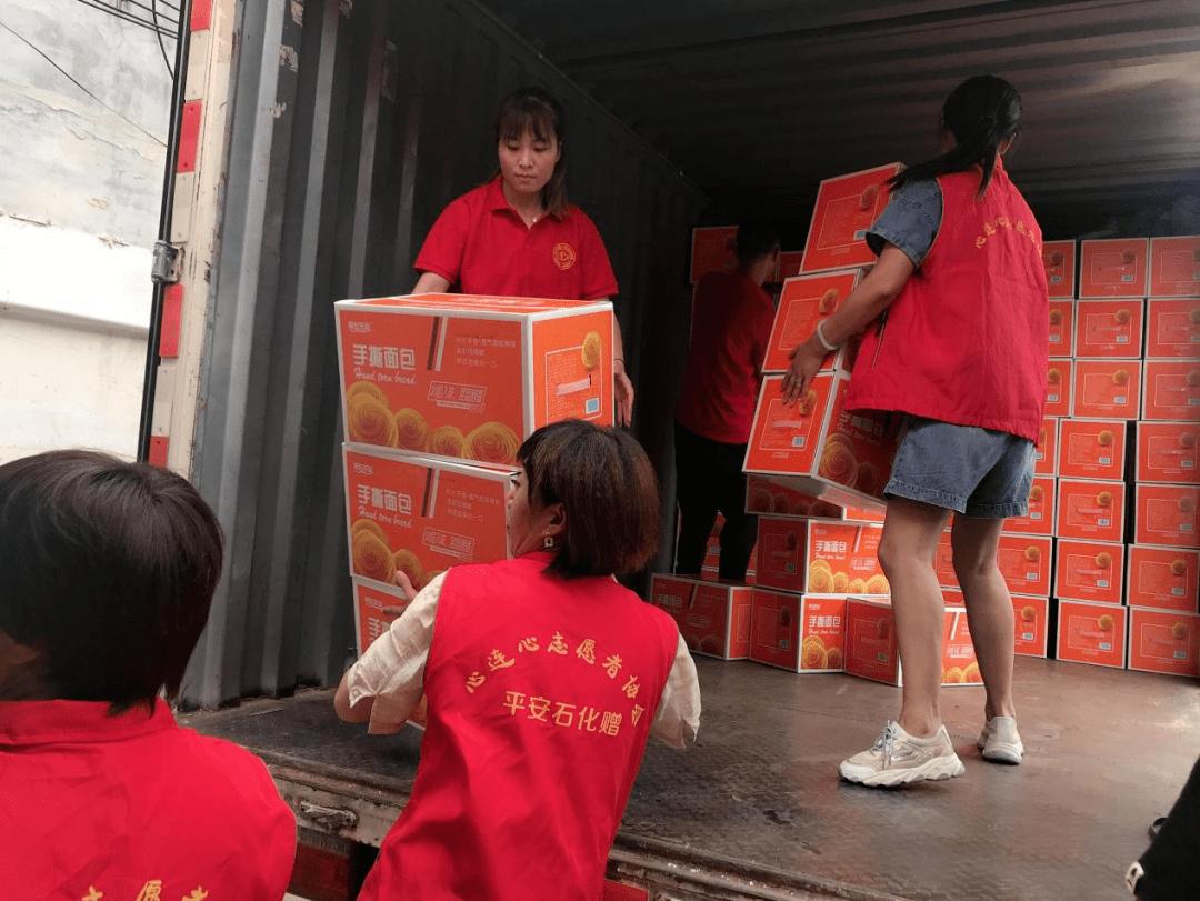 """""""抗洪救灾 驰援郑州、新乡""""商丘志愿者在行动"""