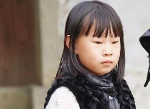 """小沈阳女儿""""女大十八变"""",14岁撕去""""丑女""""标签,自信最为重要"""
