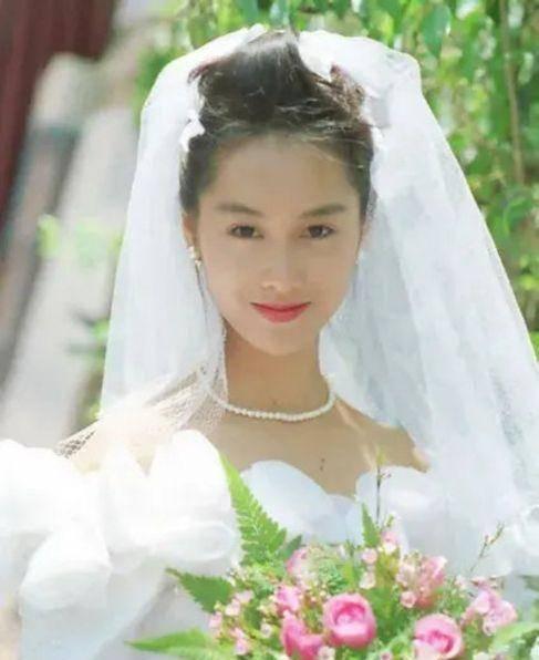 众多女星婚纱照曝光,杨紫居然美过范冰冰,刘亦菲最惊艳