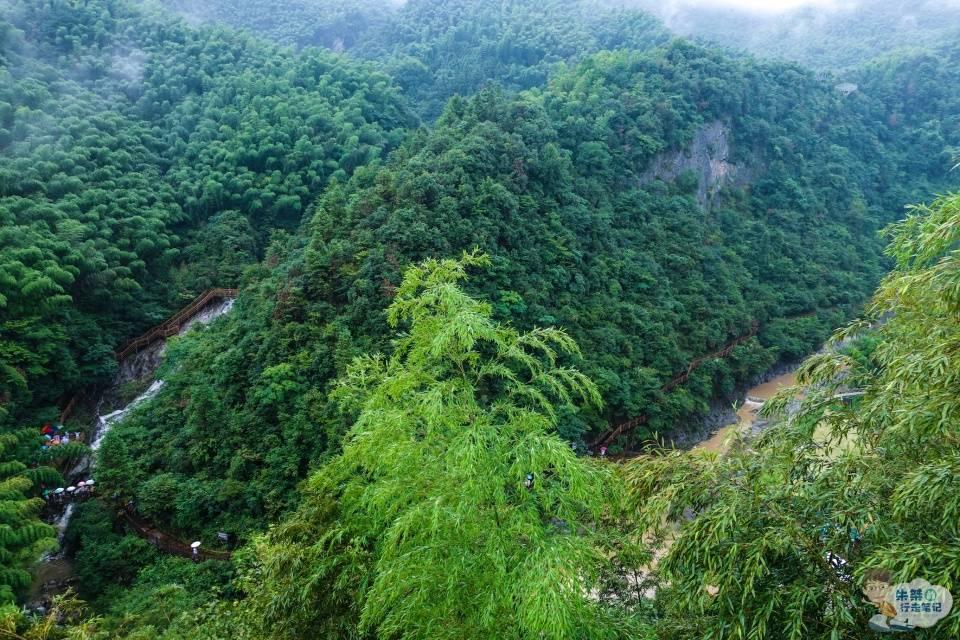 六安霍山大峡谷,有华东一绝的漂流,还有安徽最长的悬跨式玻璃桥