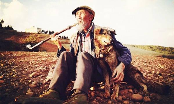 1993年,他带狗参演《老人与狗》,电影拍完人与狗皆被处死