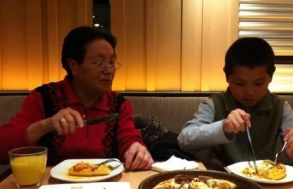 """吃西餐时,如果把服务员上的""""柠檬水""""喝掉,会被服务员""""嫌弃"""""""