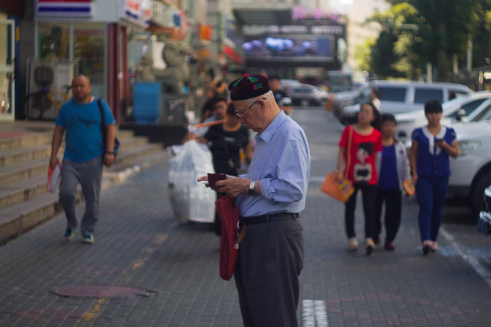 新疆各城市gdp_新疆这座人口仅49万的城市,人均GDP高居全国第一30年