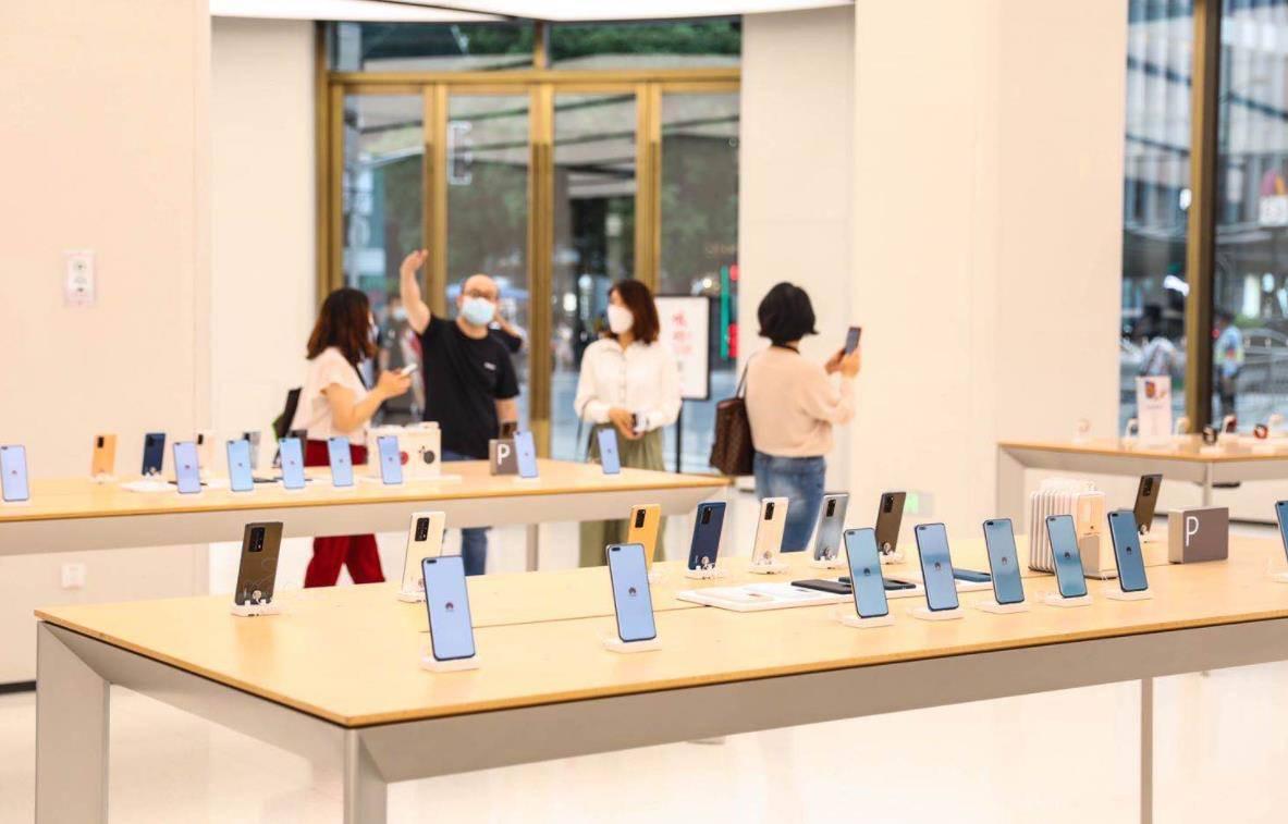 华为不甘心放弃,自营店里卖荣耀手机、卖车,再卖TCL手机