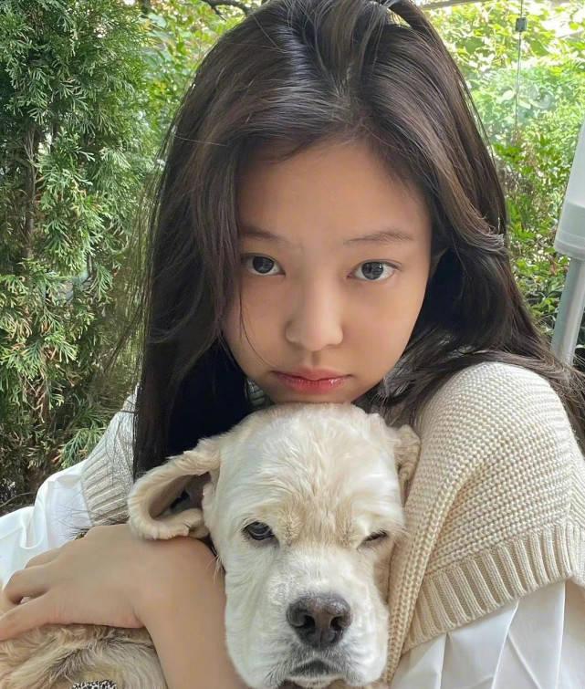 金智妮最近曝光 回归韩系美女风格 颜值真的可以吗?