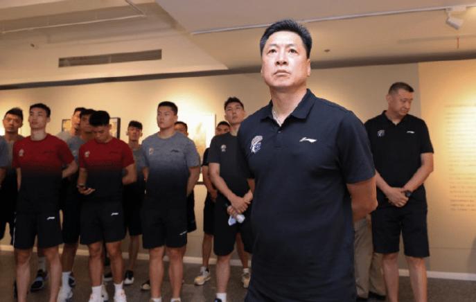上海 CBA冠军名帅真幸福,得分王+三双王+篮网旧将联手,冲击辽宁广东
