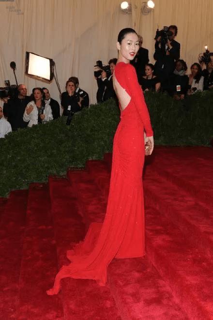图片[30]-内地明星走国外顶级红毯,有人惊艳争光,有人成笑柄,周迅太好笑-妖次元