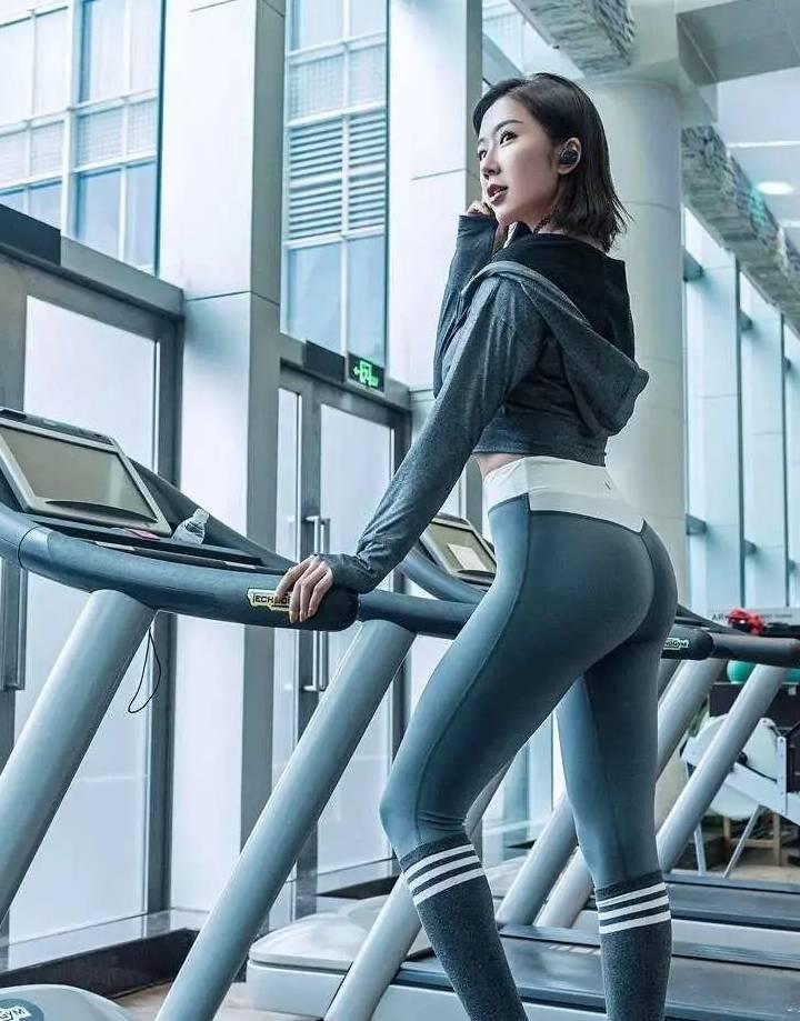 """被赞""""亚洲第一美臀"""",受邀巴西美臀大赛,她如何练出饱满丰臀?"""