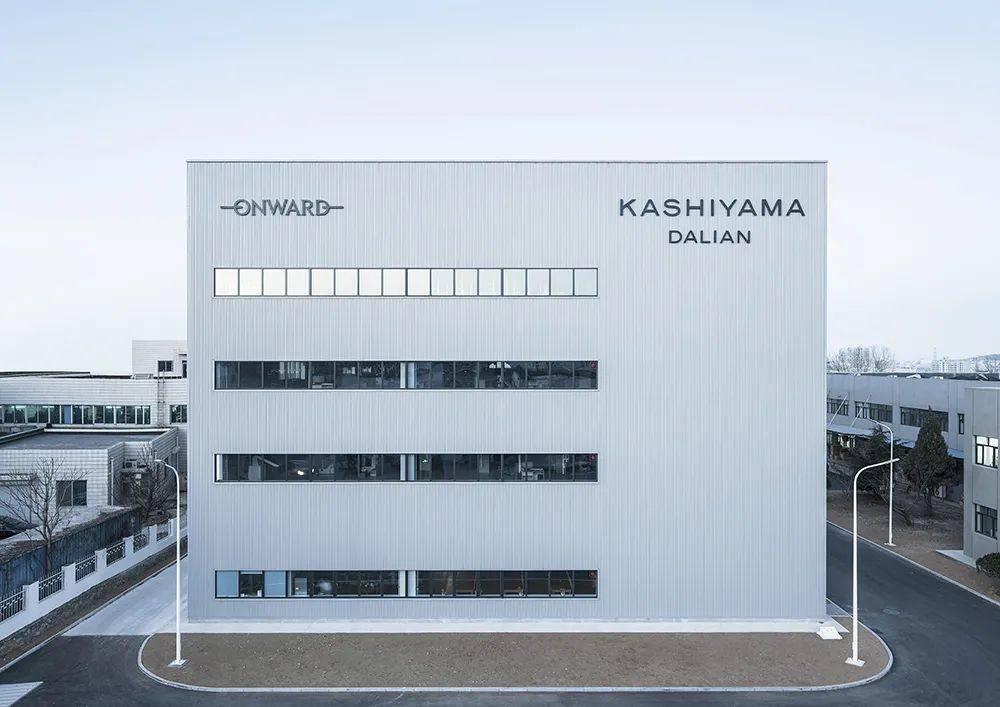 日本百年企业KASHIYAMA去天猫开店了,据说能提供9亿多种西装定制版型组合