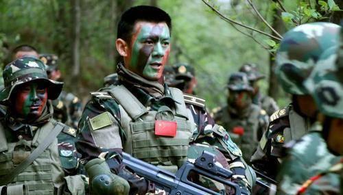 特种兵脸上抹的油彩,跟特警戴的面罩究竟有何不