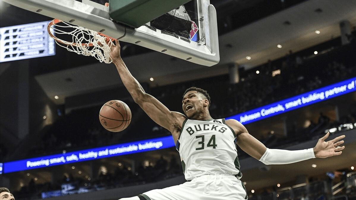 NBA季前赛继续进行,独行侠主场迎战雄鹿,此战东契奇和波尔津