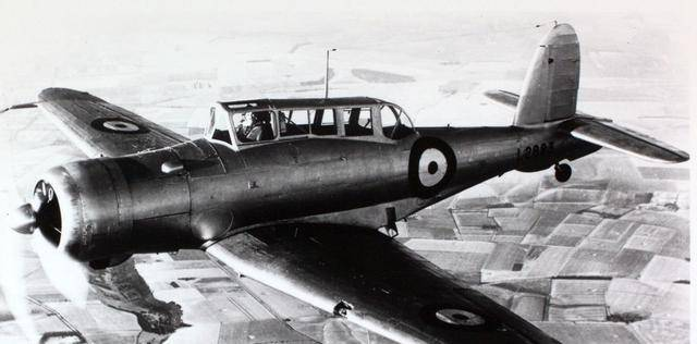 """二战""""贼鸥""""式战斗轰炸机:皇家海军第一款全金属结构战机"""