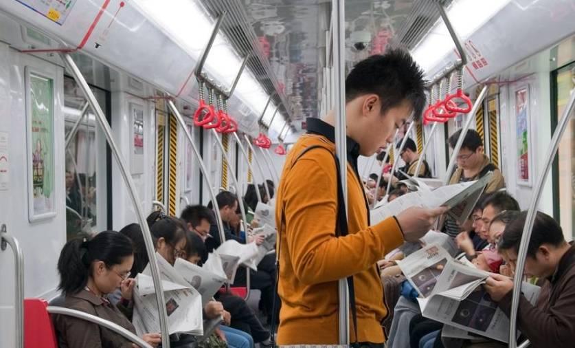 地铁美女孕妇火了,一个举动引全车人唾骂,网友:毫无底线