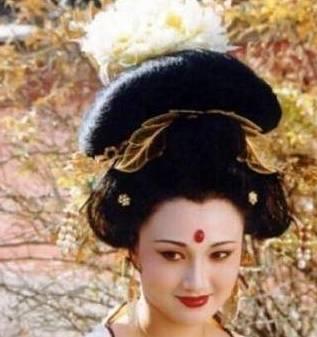 唐玄宗舍得赐死杨玉环,原因很简单,她不过是一个女人的替代品