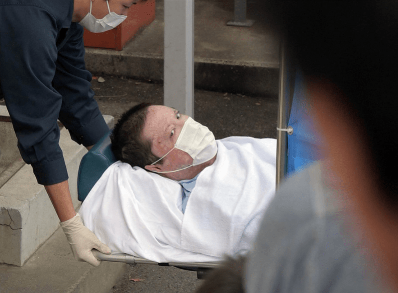 京都动画纵火嫌疑人被逮捕,躺担架被送警局!