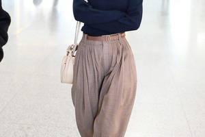 """李沁能那麼""""火""""不是沒有道理!針織衫搭寬鬆長褲,依然高階時髦"""
