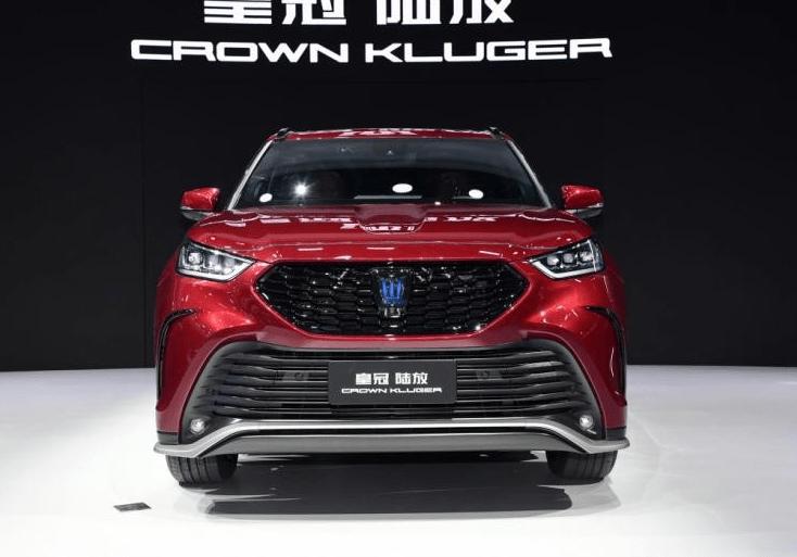 豐田CROWN陸放採用全新的設計理念,外觀氣場十足!
