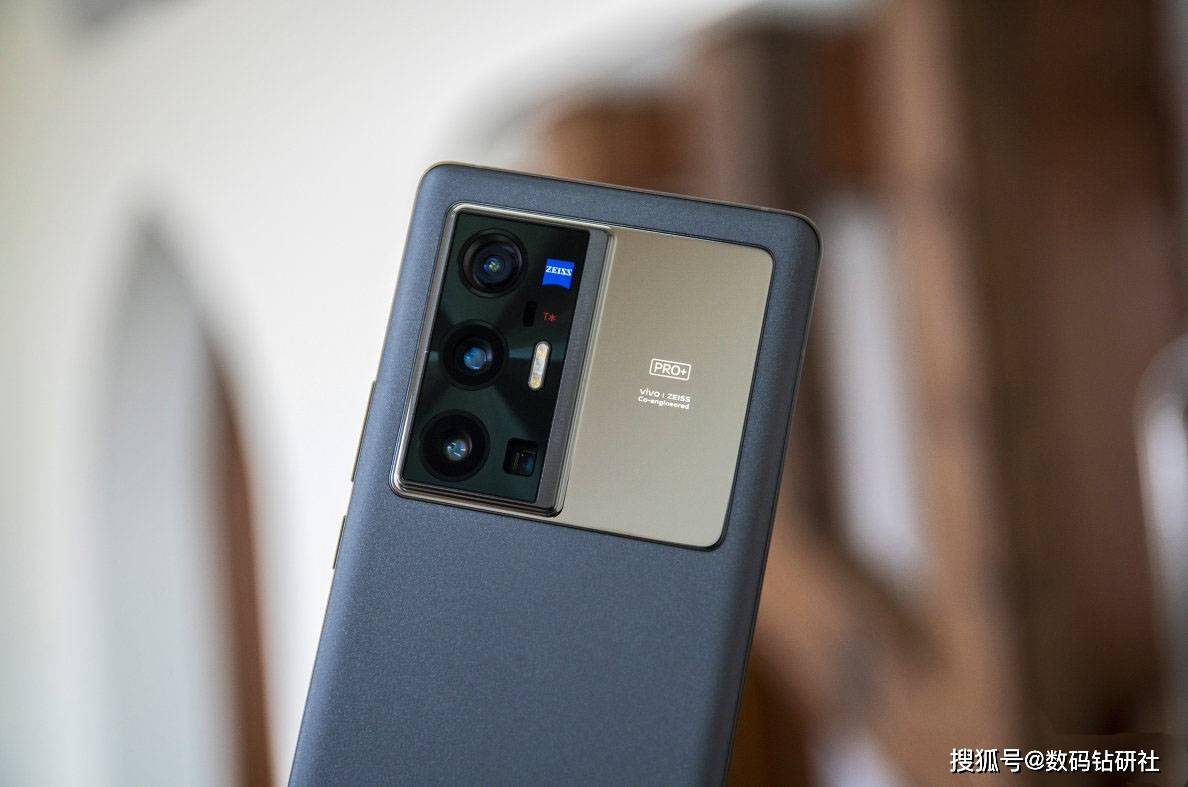 手机为何总想挑战数码相机?vivo X70 Pro+的实力不允许它低调