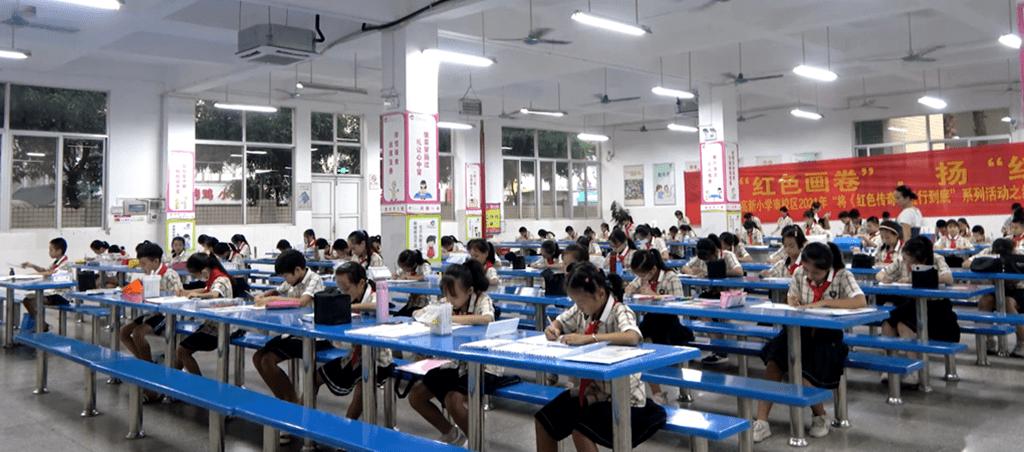 """南宁市高新小学南校区举办绘""""红色画卷""""现场书画活动"""