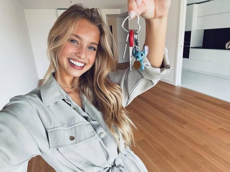 菲利克斯18岁女友独立买房:开心!这是我最大的成就