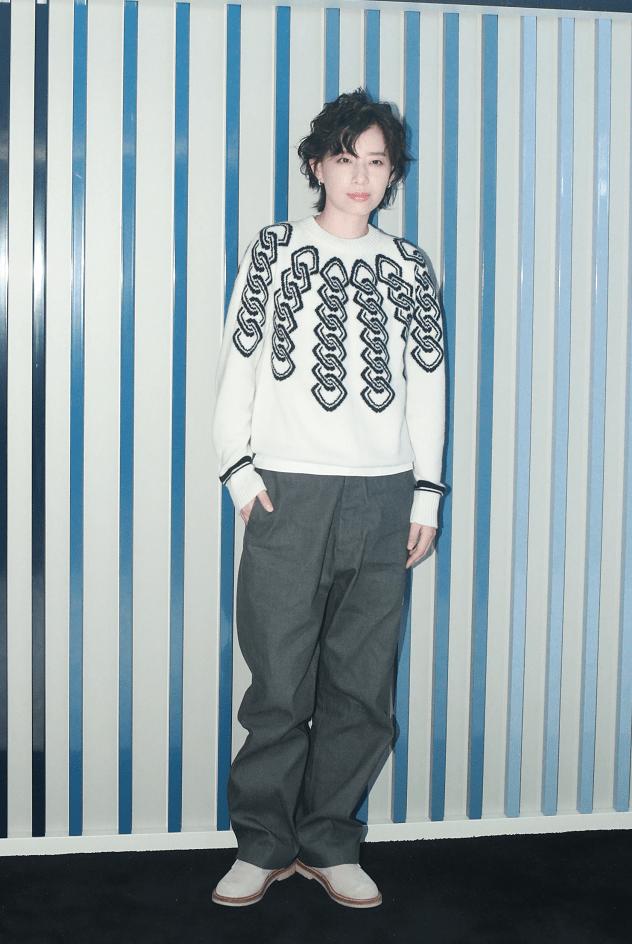 李斯丹妮卷发毛衣造型又A又酷 刘宪华称《街舞4》挑战大