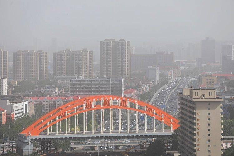 沙尘入京,上午11时北京全市五级重度污染