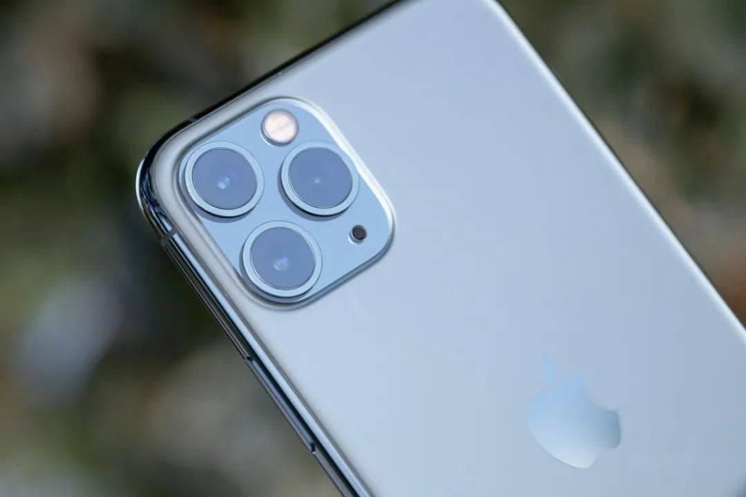 苹果认输!组装iPhone,富士康工人比机器好多了