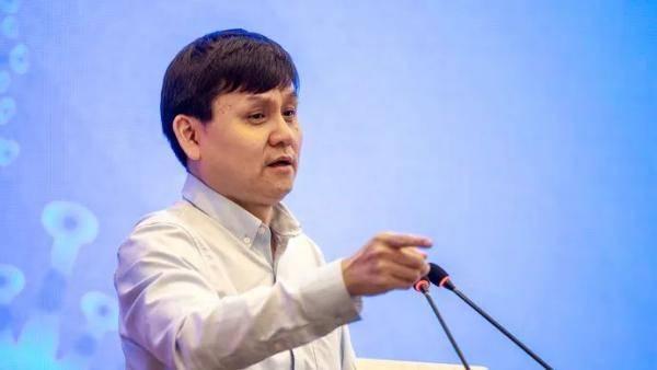张文宏又飙金句:拜托你,先结婚再生孩子!这次说的和疫苗有关