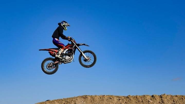 内蒙古巴彦淖尔:全国越野摩托车场地公开赛开赛