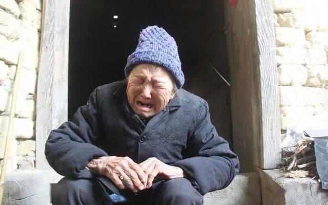 7旬老人被送养老院,含泪告诉身边人,生男生女真的不同