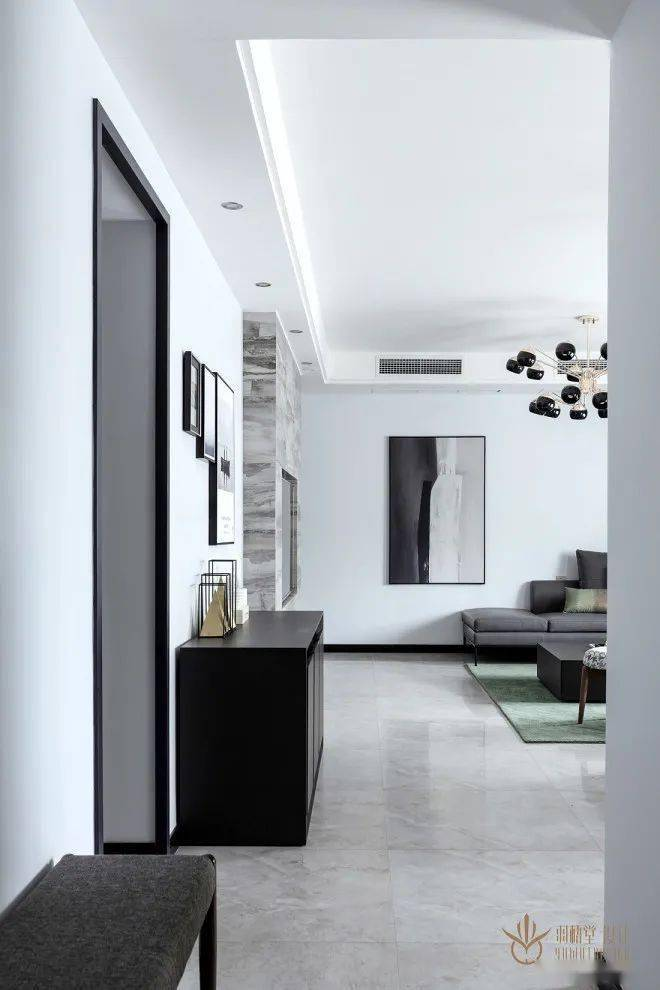 用黑白灰打造极简高级的三口之家