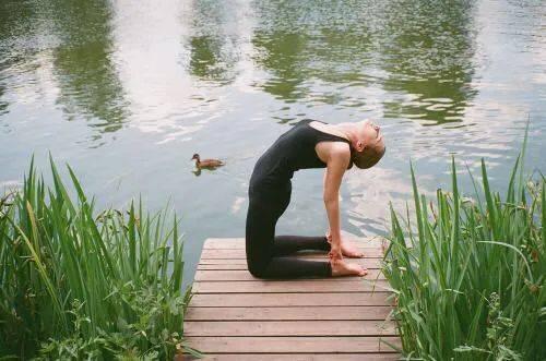 丰胸美背,防止胸下垂!只需这9个瑜伽动作就够了
