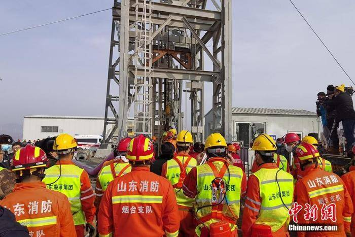 山东栖霞金矿事故第四批被困矿工升井 目前已有9人获救