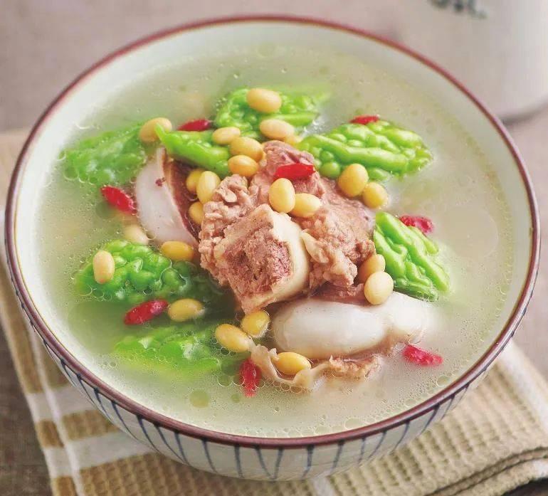 冬天,常用这两种食材煮汤,滋阴润燥,养颜排毒,清爽又好喝