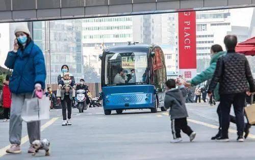 司机要下岗了?牛!全球首款无人巴士8日在重庆开放试乘!
