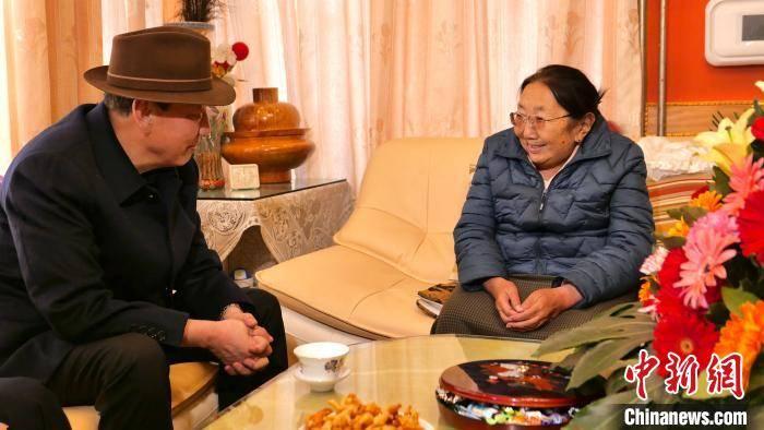 天顺平台招商直属:西藏自治区党委统战部部长旦科一行慰问党外人士、爱国宗教人士及归国藏胞_拉萨