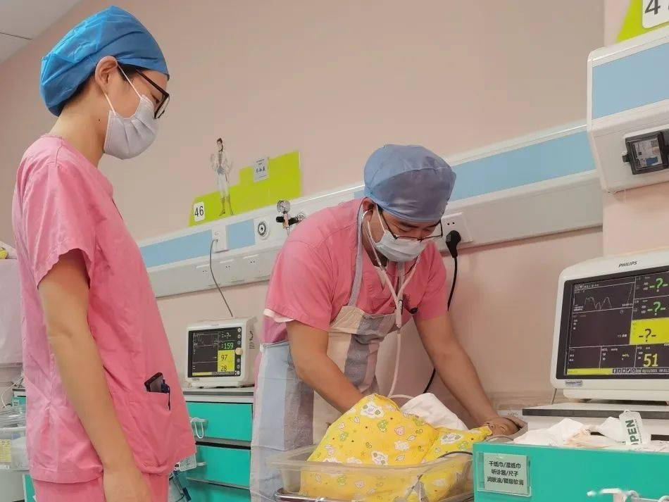 河南省55岁老头娶二十岁智障女:第一次见面女生笑了