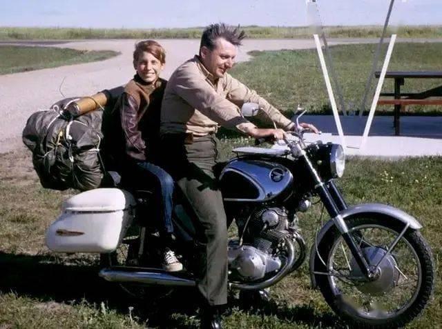 罗伯特.M.波西格与儿子《禅与摩托车的维修艺术》